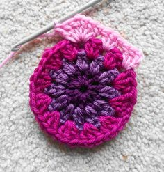 Photo tutorial - BEAUTIFUL colour combinations for these hexagons saved on my 'crochet' folder in Pictures. Lavender and Wild Rose: Crochet starburst hexagon pattern tutorial Hexagon Crochet Pattern, Crochet Flower Patterns, Crochet Squares, Crochet Blanket Patterns, Crochet Motif, Crochet Designs, Crochet Granny, Crochet Hexagon Blanket, Granny Squares