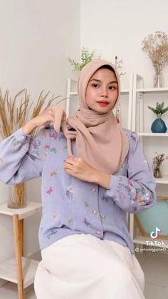 Modern Hijab Fashion, Street Hijab Fashion, Hijab Fashion Inspiration, Muslim Fashion, Simple Hijab Tutorial, Hijab Style Tutorial, Stylish Hijab, Casual Hijab Outfit, Pashmina Hijab Tutorial