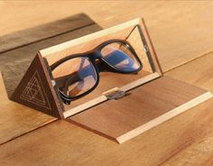 "Consulta este proyecto @Behance: ""The Wooden Eyewear Case"" https://www.behance.net/gallery/13313565/The-Wooden-Eyewear-Case"