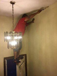 Most of the dangerous works done by men and sometimes they don't care about safety first. Take a look at these 40 funny safety fail pictures of men that confirms why women live longer than men. Funny Photos Of People, Funny Images, Funny Pictures, Safety Pictures, Crazy Pictures, Random Pictures, Fail Pictures, Safety Fail, Work Fails