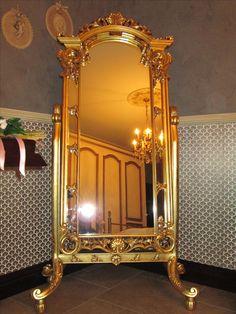 Ballerina (specchiera basculante)  in legno massello, intagliata a mano, con applicazione di foglia oro