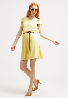 Robes mint&berry Robe d'été - light yellow jaune clair: 50,00 € chez Zalando (au 02/04/16). Livraison et retours gratuits et service client gratuit au 0800 740 357.