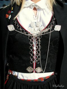 The silversmiths creations Folk Costume, Costumes, My Heritage, Traditional Dresses, Norway, Bodice, Vest, Textiles, Folklore
