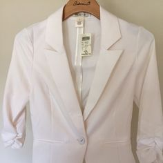 White blazer jacket with three quarter sleeves 3/4 sleeves gathered sleeves Arden B Jackets & Coats Blazers