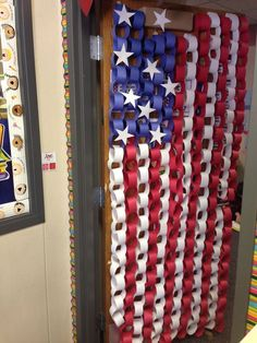 Check out this inspiring collection of 20 patriotic craft and decoration ideas. They re perfect for memorial day the of july all summer long. Here just a quick decoration the lighten up your holiday hope you enjoy. Summer Crafts, Holiday Crafts, School Doors, 4th Of July Party, July 4th, Fourth Of July Crafts For Kids, 4th Of July Decorations, Memorial Day Decorations, Library Decorations