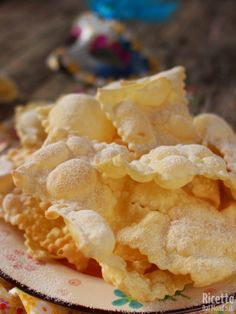 Ricetta chiacchiere di Carnevale fribilissime Iginio Massari Mini Desserts, Cookie Desserts, Cookie Recipes, Delicious Desserts, Snack Recipes, Almond Paste Cookies, Beignets, Sweet Little Things, Pasta Maker