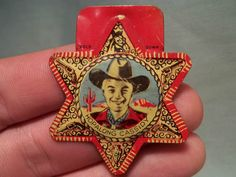 VINTAGE POSTS BRAN CEREAL HOPALONG CASSIDY BADGE TIN GREAT CONDITION TOY