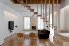Diseño de escaleras de madera con barandas de varillas