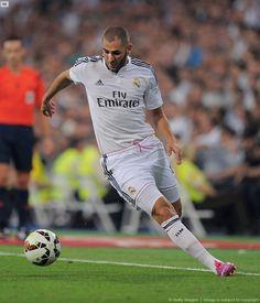 Sự có mặt của tiền đạo Chicharito ở sân Santiago Bernabeu chắc chắn tạo ra tính cạnh tranh với tiền đạo Karim Benzema. Nhưng thực tế thì chân sút người Pháp không hề biết sợ hãi. http://ole.vn/video-bong-da.html,http://ole.vn/xem-bong-da-truc-tuyen.html,http://tintucmoinhat60s.blogspot.com