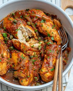 Add this Crockpot Chicken in Tomato Caper Sauce to Your Clean Eating Meal Prep Ideas! - Clean Food Crush Add this Crockpot Chicken in Tomato Caper Sauce to Your Clean Eating Meal Prep Ideas! Slow Cooker Recipes, Crockpot Recipes, Chicken Recipes, Cooking Recipes, Cooking Ideas, Healthy Cooking, Healthy Eating, Healthy Recipes, Healthy Meals