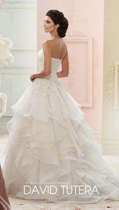 668130ae74a7 Die 490 besten Bilder von Brautmode in 2019   Bridal gowns, Bride ...