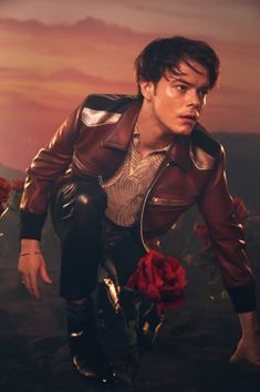 leather, Charlie Heaton wears a jacket and pants by Coach He also sports a Dries Van Noten shirt and Jimmy Choo boots.Rocking leather, Charlie Heaton wears a jacket and pants by Coach He also sports a Dries Van Noten shirt and Jimmy Choo boots. Flaunt Magazine, Serie Stranger Things, Cover Shoot, New Fantasy, Celebrity Outfits, Celebs, Celebrities, Leather Men, 1990s