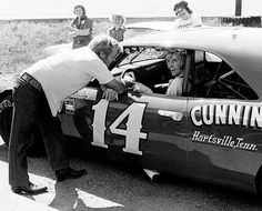 1976 Sterling Marlin Late Model Sportsman Car, Cunningham-Kelley at Nashville. This is Sterling's first Late Model race, he is receiving some words of advice from his father, Coo Coo Marlin. Nascar Cars, Nascar Racing, 67 Chevelle, Real Racing, Speed Racer, Old Race Cars, Vintage Race Car, Car Pictures, Nashville