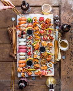 Sushi Time is always a good idea! Japanese Dishes, Japanese Food, Sushi Party, Sushi Sushi, Sushi Love, Food Porn, Sushi Recipes, Food Platters, Food Goals