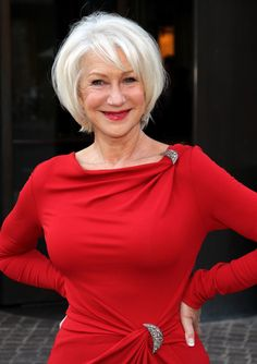 Helen Mirren by T. Helen Mirren: 'Do I feel beautiful? Helen Mirren Hair, Dame Helen, Outfit Trends, Ageless Beauty, Aging Gracefully, Older Women, Short Hair Styles, Hair Beauty, Celebs
