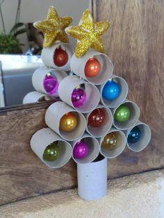 Christmas tree with wc cardboard / árbol Navidad con cartón wc/ Arbre de Nadal amb rotlles wc