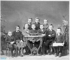 arkiv.dk | Elever på Giersings Realskole 10 unge elever på Giersing Realskole formentlig et af de tidligste hold. Eleverne er tydeligvis blevet stillet op til foto. ca. 1900