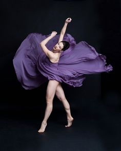 ballerina in motion Purple Love, All Things Purple, Shades Of Purple, Purple And Black, Anatomy Poses, Pretty Ballerinas, Dance Like No One Is Watching, Dance Movement, Dance Photography
