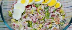 Radish salad recipe with yoghurt dressing Salat - Avocadosalat - Blattsalat - Bohnensalat - Source B Radish Salad, Cobb Salad, Gnocchi Pesto, Salad Recipes, Cake Recipes, Spring Recipes, Healthy Drinks, Potato Salad, Food And Drink