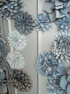 Denim flowers Jean Crafts, Denim Crafts, Diy And Crafts, Upcycled Crafts, Diy Upcycled Denim, Denim Flowers, Fabric Flowers, Craft Flowers, Artisanats Denim