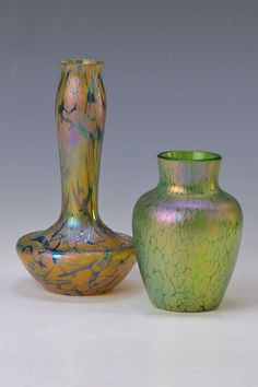 2 Vasen, Pallme-König, um 1910, 1 x bernsteinfarbenes Glas mit grünen Einschmelzungen, lüstriert