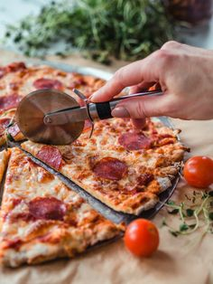 Arkiruokavinkki: PUOLEN TUNNIN PIZZA | Annin Uunissa Eat To Live, People Eating, Sweet And Salty, Pepperoni, Cooking Time, Bon Appetit, Food Inspiration, Food Porn, Dinner Recipes