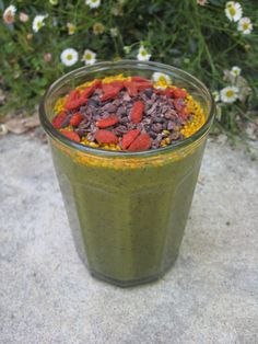 Super Smoothie w/ blueberries, acai, banana, raw + organic coconut water, leafy garden greens & herbs, bee pollen, goji berries & raw cacao nib chips. 1 of my fav recipes from the Superfood Detox day workshops! http://EdibleGoddess.com/events #superfoods #beauty #elixir #elixircleanse #elixirjuicecleanse #superfoodbeautyelixirs #weightloss #ediblegoddess #raw #organic #vegan #nutrition #superfoodnutrition #health #healthyliving #rawfood #rawfooddiet #rawchocolate