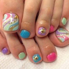 The advantage of the gel is that it allows you to enjoy your French manicure for a long time. There are four different ways to make a French manicure on gel nails. Pretty Toe Nails, Cute Toe Nails, Diy Nails, Toe Nail Color, Toe Nail Art, Nail Colors, Diy Nail Designs, Nail Polish Designs, Pedicure Designs