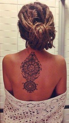 coloration-henné-tatouage-henne-cheveux-femme-dos