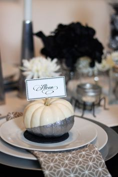 Set your Halloween or Thanksgiving table with glitter-painted pumpkin place cards or menu cards Pearl Liu Carter Halloween Wedding Favors, Table Halloween, Halloween Table Settings, Fall Wedding Decorations, Thanksgiving Decorations, Halloween Decorations, Wedding Ideas, Trendy Wedding, Wedding Centerpieces