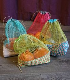 Filet pour les fruits et légumes - Les chiffonneries du chat - jo mieka - Pinsit Coin Couture, Couture Sewing, Sewing Crafts, Sewing Projects, Diy Sac, Produce Bags, Filets, Fabric Bags, Purses And Bags