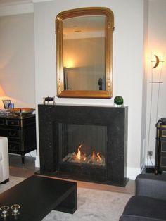 Klassieke inbouw haard met groot vuur in gladde ombouw   Profires · inspiratie voor sfeerverwarming