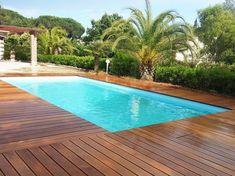 Piscine coque Partition 104 - fabrication française - Excel Piscines - contour bois - dimension 10 x 4 m - grande banquette - piscine rectangulaire