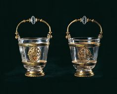 Buckets: made by  Valerio Belli (Vicenza, 1468-1546) .      Rock crystal, gold and translucent enamels.     Florence, Museo degli Argenti, Porcelain, ca  ca 1515-1520 .