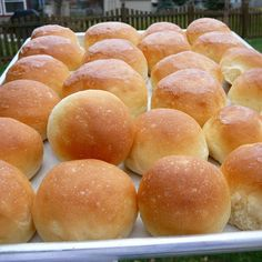 These fluffy, soft rolls made with butter and love stay soft for days. Other Recipes, Great Recipes, Butter Roll Recipe, Rolls Recipe, Cooking Tips, Cooking Recipes, Hawaiian Sweet Rolls, Hamburger Buns, Homemade Butter
