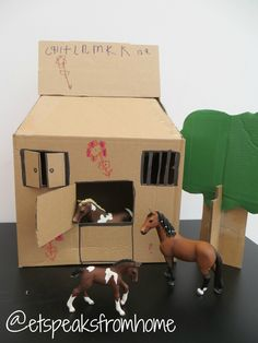 The Year of the Horse with Schleich! DIY horse stable out of cardboard! Schleich Horses Stable, Horse Stables, Breyer Horses, Horse Barns, Barn Crafts, Horse Crafts, Fun Crafts For Kids, Diy For Kids, Diy Horse
