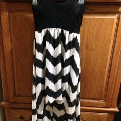 Women's dress size medium black and white This would be perfect for the beach I bought it and never wore it it is beautiful sleeveless shorter in the front and longer in the back Dresses Strapless