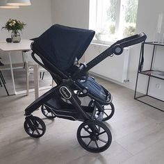 My new ride just arrived to our house! ❤️ .  @mariafynbo . #NXT90 #emmaljunga #madeinsweden #nxt90 #realpramsforreallife #stroller #barnvagn #barnevogn #pram #kinderwagen #cochecito #mumtobe #dadtobe #parentstobe #gravid #pregnant #schwanger #embarazada