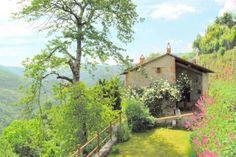 Il Metato di Casoli  Casoli is een middeleeuws autovrij dorpje in de bergen ten Noorden van Lucca (ca.45 minuten rijden). De tijd is er stil blijven staan het is echt een plek voor mensen die van stilte en natuur houden. Via een lange kronkelweg met adembenemend mooie uitzichten komt u op deze prachtige bestemming. Vanuit hier heeft u kilometers ver uitzicht prachtig! De omgeving biedt tal van mogelijkheden voor wandelliefhebbers en mountainbikers op elk gewenst niveau en in Val di Lima kunt…