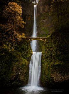 Mutnomah Falls, Oregon, USA - Located along the Columbia River Highway, this historic bridge spans before the incredible Multnomah Falls waterfall.