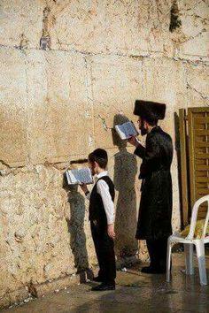 Asia: Jewish man and his son pray at the Western Wall, Jerusalem Arte Judaica, Israel Palestine, Western Wall, Shabbat Shalom, Jewish Art, Holy Land, Anthropology, Vector Art, Westerns