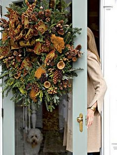 Beautiful wreath!!! Lots of Christmas  decorating ideas on this post!
