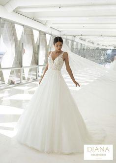 Pronovias collectie 2021 | Premium Dealer | Trouwjurk POWELL Pronovias Wedding Dress, Bridal Wedding Dresses, Designer Wedding Dresses, Modern Princess, Cruise Collection, Hollywood Glamour, Vestido Strapless, Unique Dresses, Formal Dresses