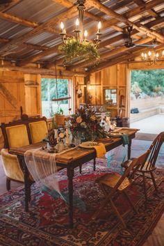 Rustic boho wedding table decor #weddingtabledecor @weddingchicks