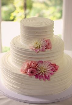 Romantic and simple wedding cake