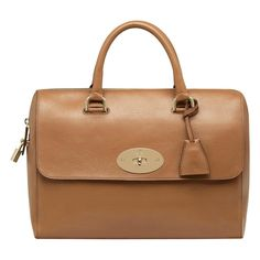 Lana Del Rey sporting her Mulberry Del Rey bag (madame.fr) Whether you like her or not, Lana Del Rey now has her own Mulberry . Alexa Chung, Leather Purses, Leather Handbags, Leather Bags, Mulberry Purse, Mode Blog, Bowling Bags, Printed Bags, Beautiful Bags