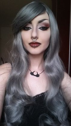 If you don't have any gothic fashion sense, this article is for you. There is absolutely no reason for you to look like a gothic fashion disaster. Makeup Gothic, Goth Makeup, Sexy Makeup, Hair Makeup, Goth Beauty, Dark Beauty, Natural Beauty, Emo Fashion, Gothic Fashion