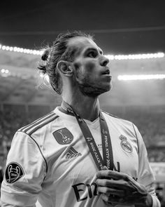 """""""Zinedine Zidane has made it clear that Gareth Bale's time at Real Madrid is coming to an end. Real Madrid Players, Real Madrid Football, Best Football Team, Zinedine Zidane, Gareth Bale, Messi Soccer, Nike Soccer, Soccer Cleats, Soccer Usa"""