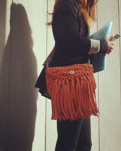 Bolso de mano clutch crochet trapillo