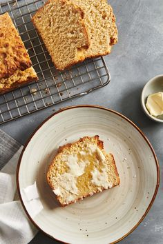 Beer Bread Recipe / This is a baby-steps-bread-making project, requiring no yeast, no rising, only a few ingredients, and 5 minutes of prep! #easyrecipes #comfortfood #simpleingredients #bread No Yeast Bread, Yeast Bread Recipes, Beer Bread, How To Make Bread, Bread Making, 6 Ingredient Recipe, Drink Recipe Book, Self Rising Flour, Easy Bread